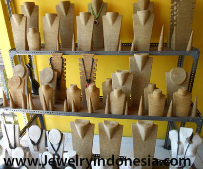 Jewelry Displays Wooden Busts